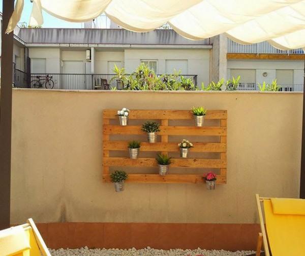 Quanto è facile creare un giardino verticale con i pallet! 1