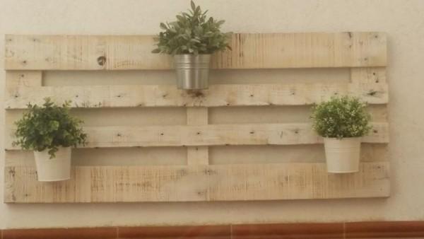 Quanto è facile creare un giardino verticale con i pallet! 4