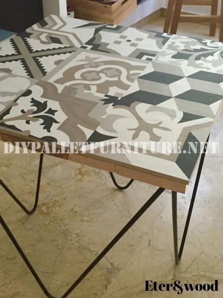 Tavolo design fatto di assi di palletmobili con pallet mobili con pallet - Tavolo con piastrelle ...