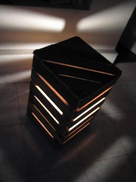 Lampade da comodino la forma di un cubo fatto con i pallet 1