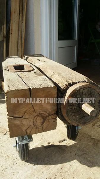 Tavolino fatto di un pezzo di un mulino corsa 2