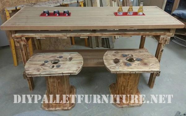 Bar e sgabelli costruito di legno di recupero 2