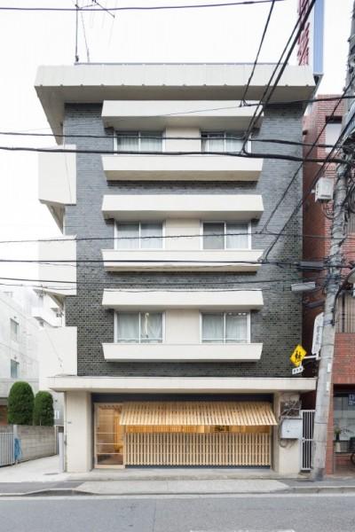 Hiroki Tominaga progetta un ufficio lowcost con 130 pallet! 2