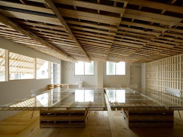 Hiroki Tominaga progetta un ufficio lowcost con 130 pallet! 4