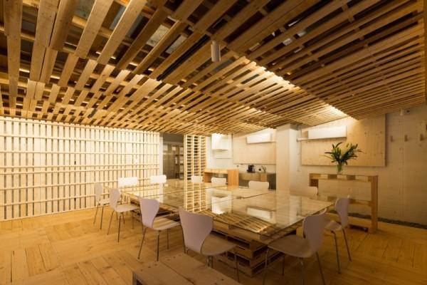 Hiroki Tominaga progetta un ufficio lowcost con 130 pallet! 7