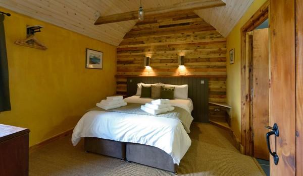 Hotel Lettoch Cottages, spalmati e arredato con pallet 1