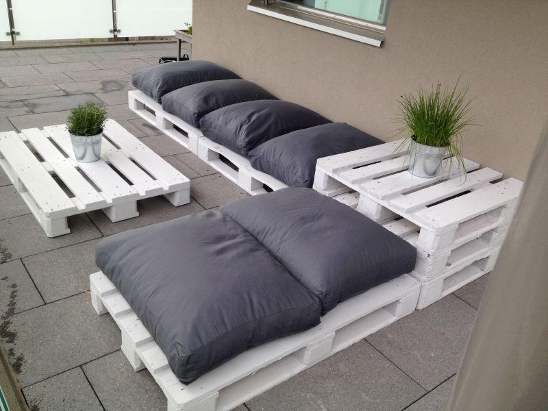 Lounge per il terrazzo con i pallet
