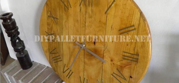 Orologio pallet utilizzando chiodi arrugginiti per i for Orologio numeri romani