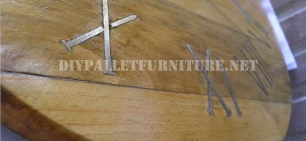 Orologio Pallet utilizzando chiodi arrugginiti per i numeri romani 3