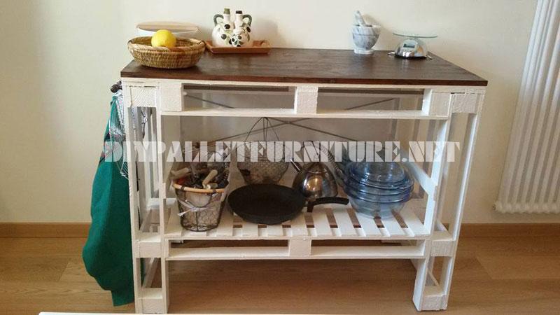 Divano tavolo e sgabello costruiti con pallet mobili con pallet