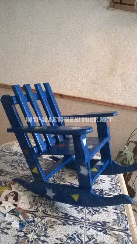 Sedia a dondolo per i bambini con palettemobili con pallet - Costruire sedia a dondolo ...