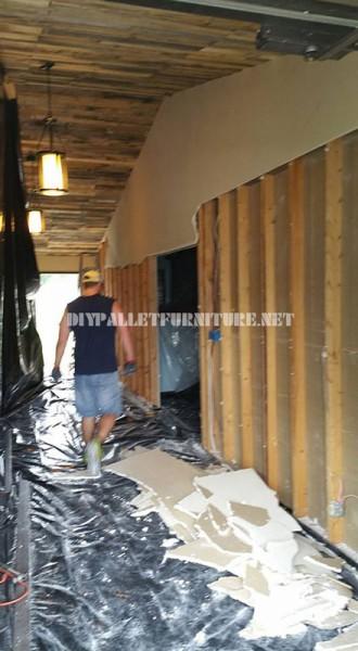 Video dell'applicazione di un soffitto rivestito con pallet 2
