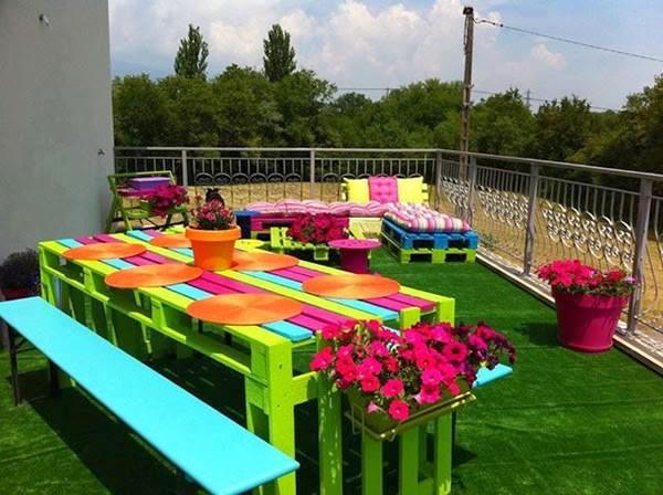 Colorato giardino con i pallet 2