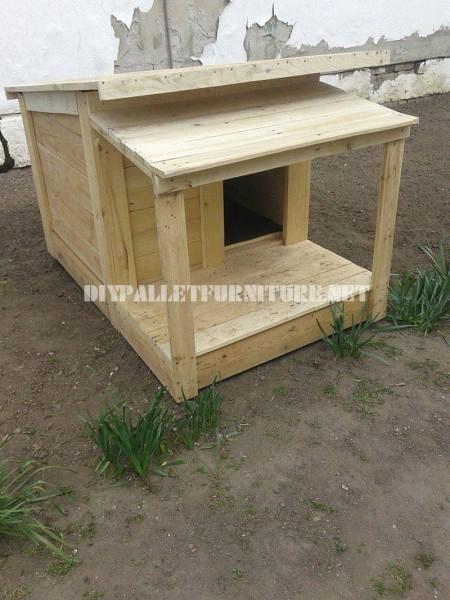 Diverse case di cane fatte di tavole pallet 1