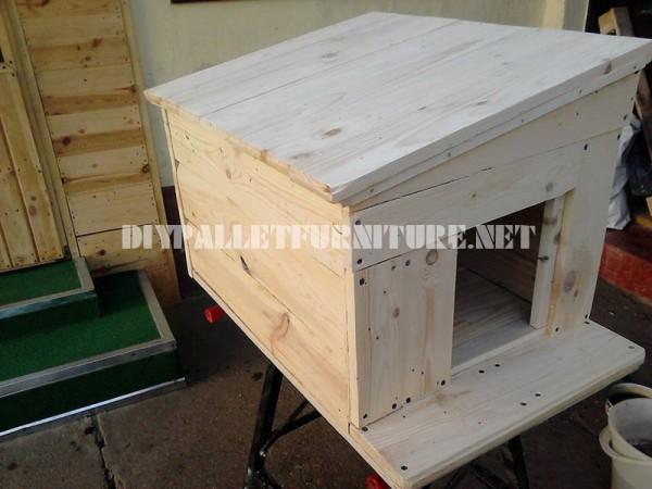 Diverse case di cane fatte di tavole pallet 4
