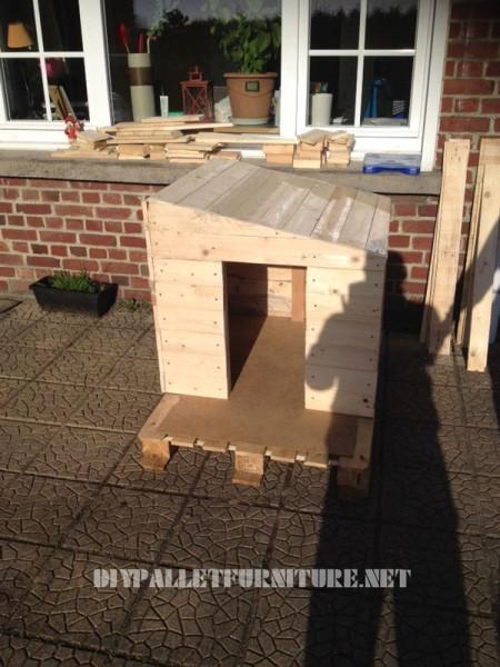 Pallets Doghouse 1
