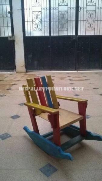 Sedia tavolo e piccola sedia a dondolomobili con pallet - Costruire sedia a dondolo ...