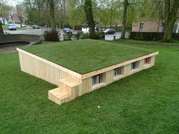 Biblioteca all'aperto costruito con pallet 1