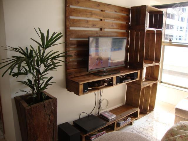 Mobile tv costruito utilizzando pallet e cassette di for Costruire porta tv
