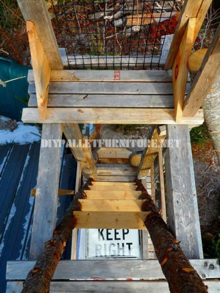 Atalaya fatto con tronchi e legno di recupero 2
