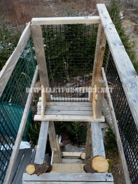 Atalaya fatto con tronchi e legno di recupero 3