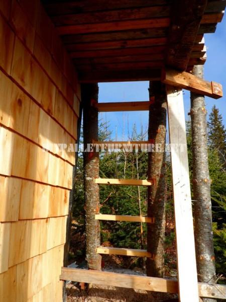 Atalaya fatto con tronchi e legno di recupero 5