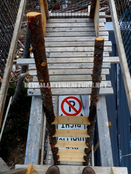 Atalaya fatto con tronchi e legno di recupero 6