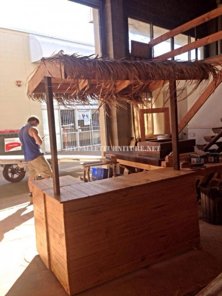 Bar in stile hawaiano con pallet 1