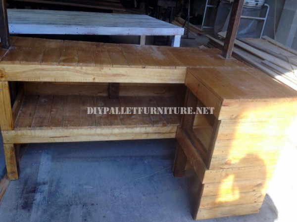 Bar in stile hawaiano con pallet 3
