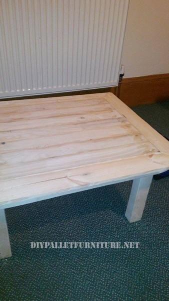 Scaffali pallet e un tavolo per il soggiorno 3