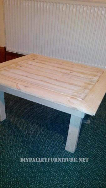 Scaffali pallet e un tavolo per il soggiorno 4