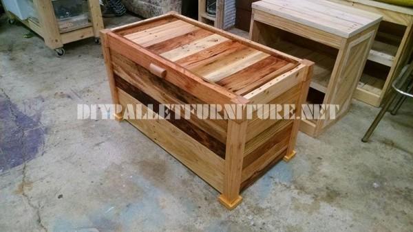 cassa in legno e panca costruito con assi di palletmobili con pallet mobili con pallet. Black Bedroom Furniture Sets. Home Design Ideas