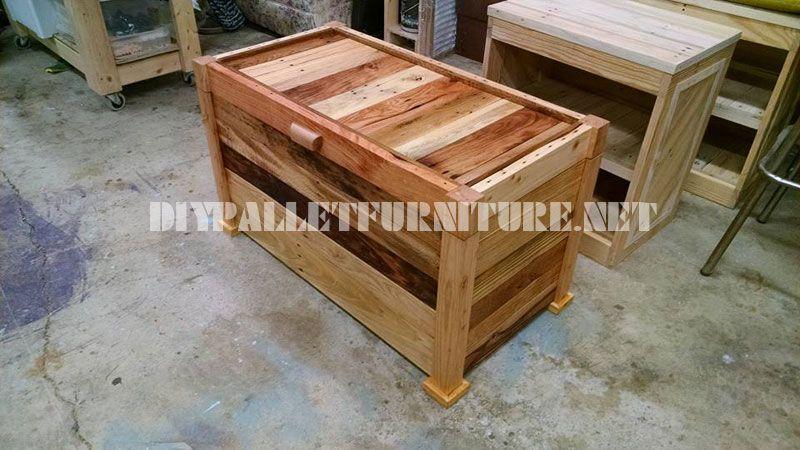 Cassa in legno e panca costruito con assi di pallet 1