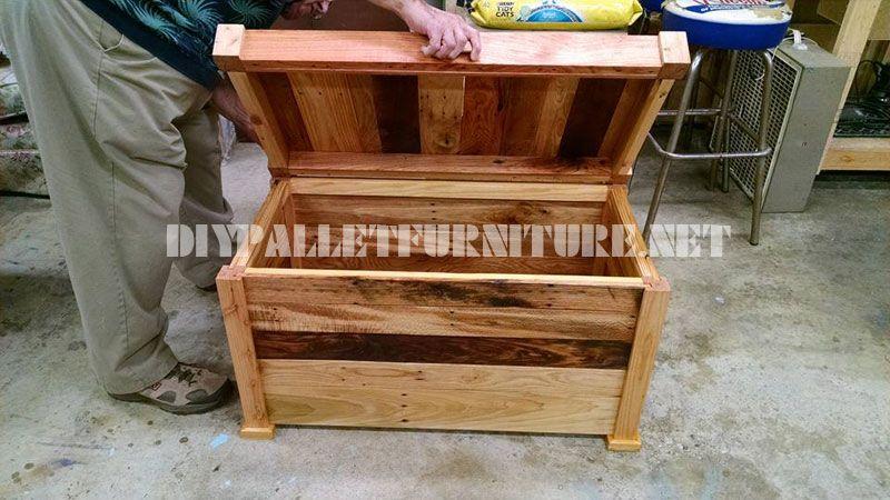Cassa in legno e panca costruito con assi di pallet 2