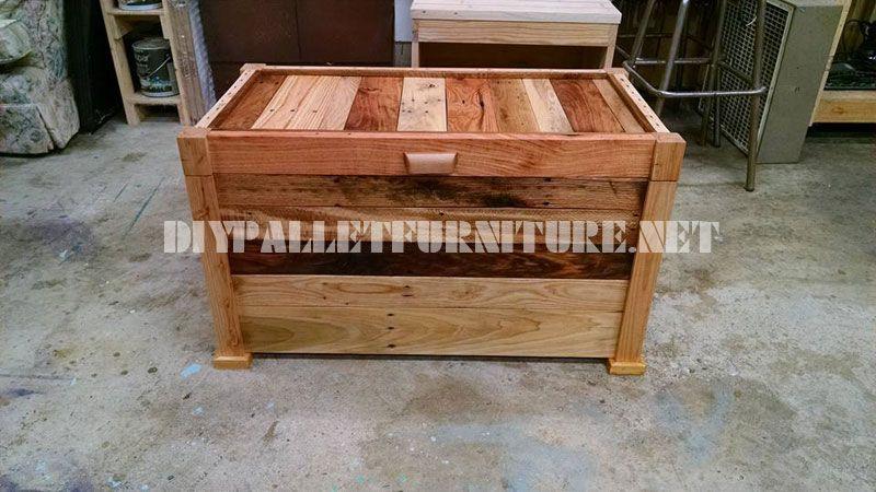 Cassa in legno e panca costruito con assi di pallet 3