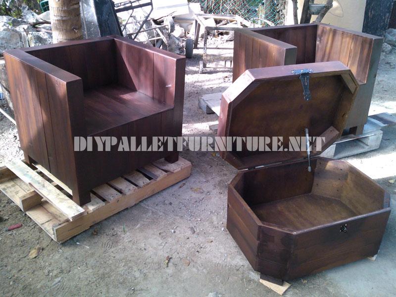 Poltrone e tavolino-tronco con pallet 2