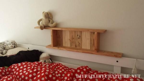 Scaffali per una camera da letto fatta di palletmobili con for Grandi piani di una camera da letto