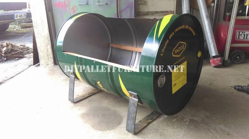 Sedile costruito con un tamburo di petrolio e pallet 2