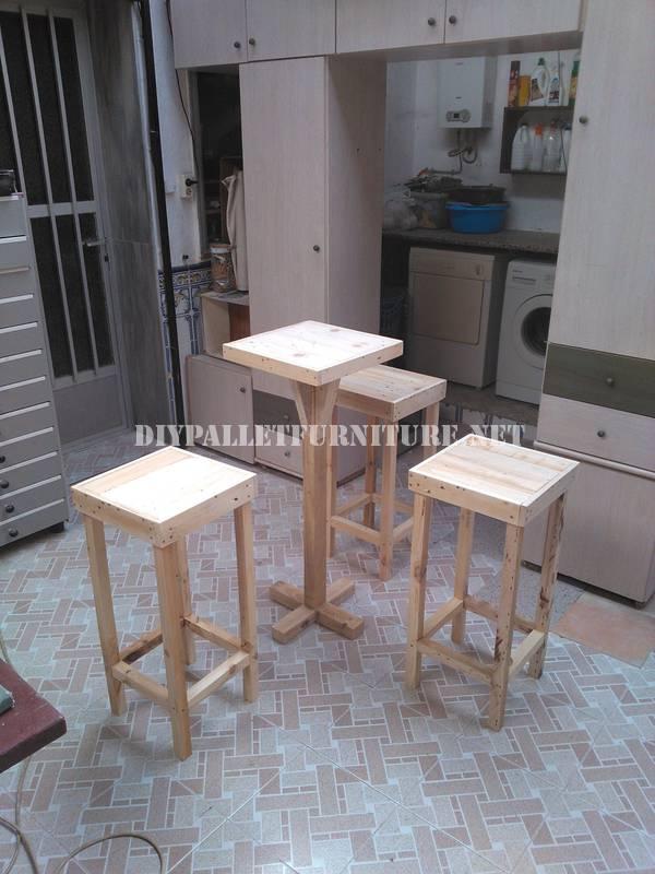 Sgabelli da bar e tavola costruiti con pallet 2