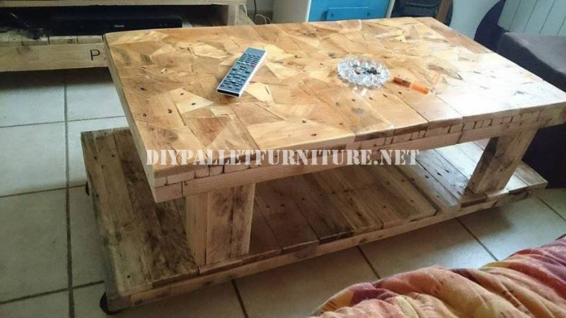 Tavola costruita con pezzi di legno 1