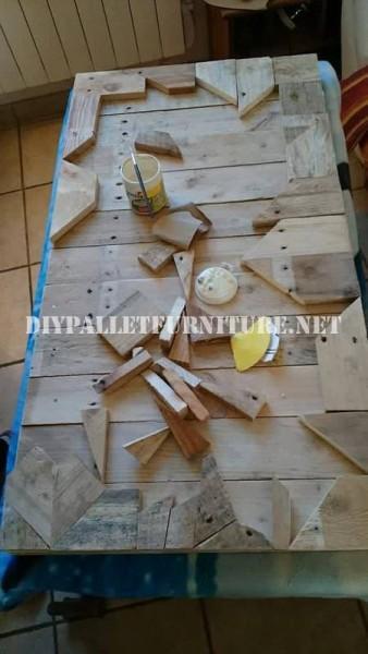 Tavola costruita con pezzi di legno 2