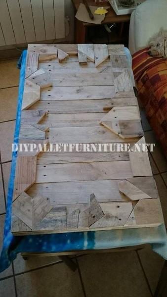 Tavola costruita con pezzi di legno 3