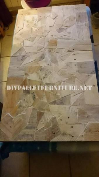 Tavola costruita con pezzi di legno 5