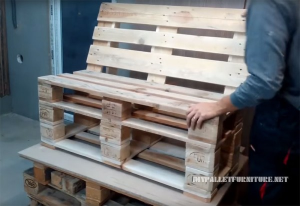 Come realizzare un divano con pallet mobili con pallet mobili con pallet - Costruire un divano da un letto ...