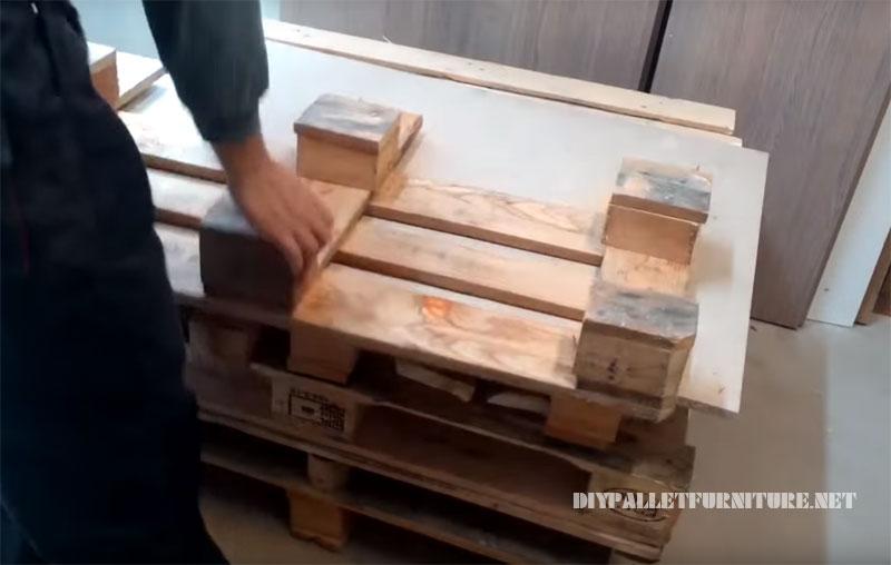 Mobili Con Pallet Tutorial : Come realizzare un divano con pallet mobili con pallet mobili