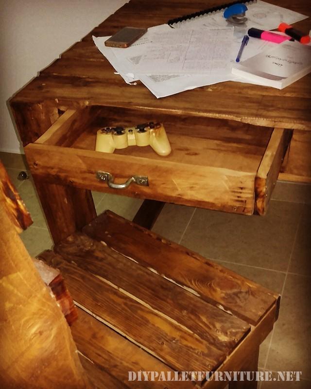 Pallet scrivania con cassetti 3
