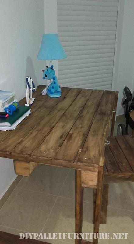Pallet scrivania con cassetti 4