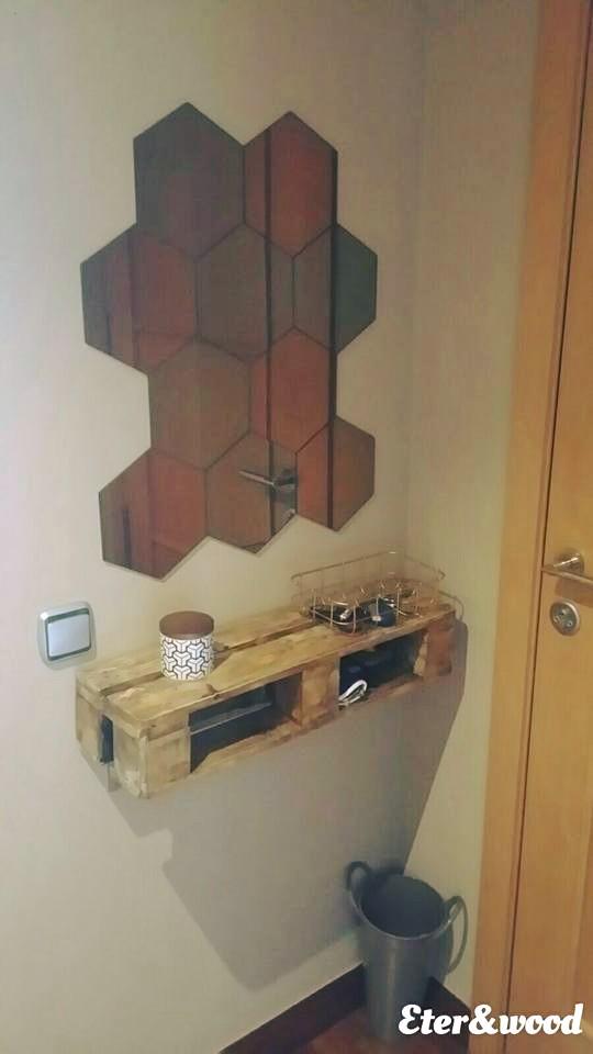Scaffali per la sala realizzati con pallet