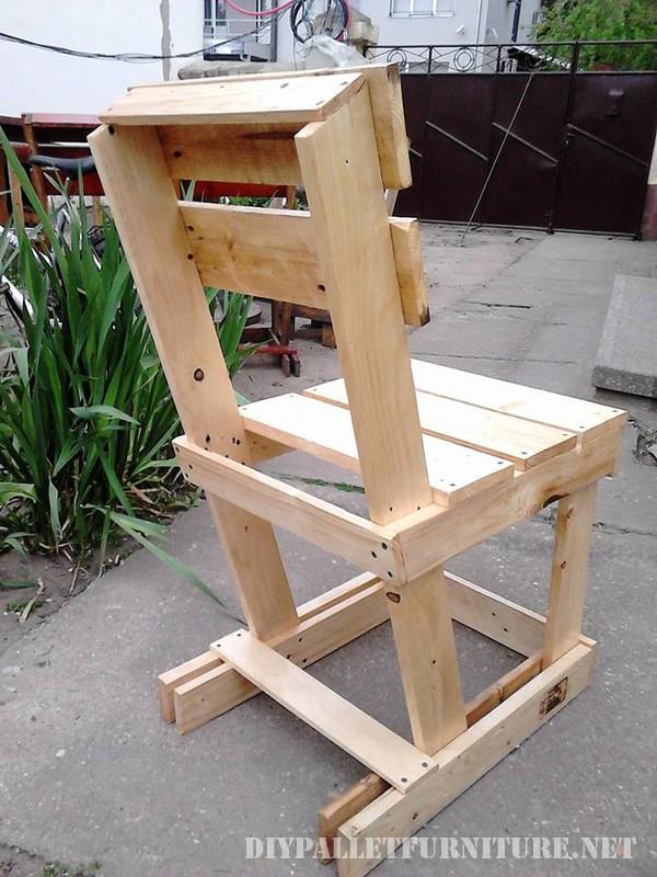 Tavolo e sedie fissati per il terrazzo 4