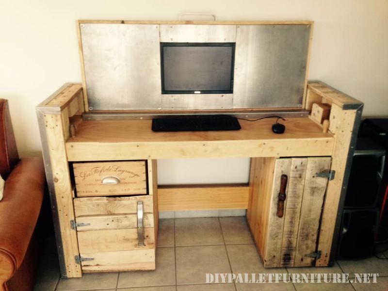 tavolo pieghevole con un PC 1